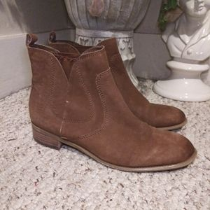 EUC Nine West Jupiter Chelsea Ankle Boots